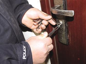 巢湖某小区防盗门锁开启(图1)